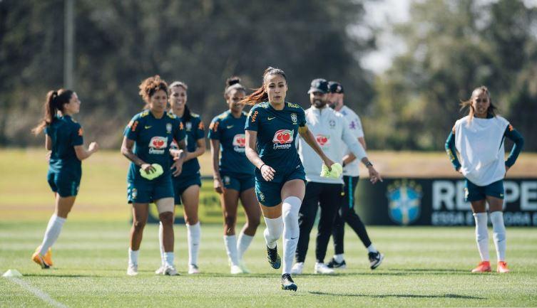 Seleção de futebol brasileira feminina terá mudanças contra Canadá
