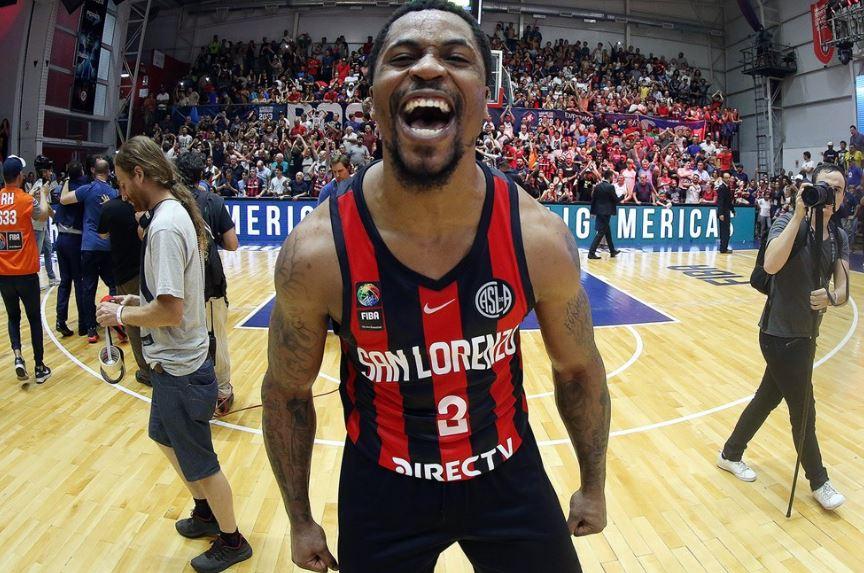 Dar Tucker assina com o Flamengo para a temporada 21/22