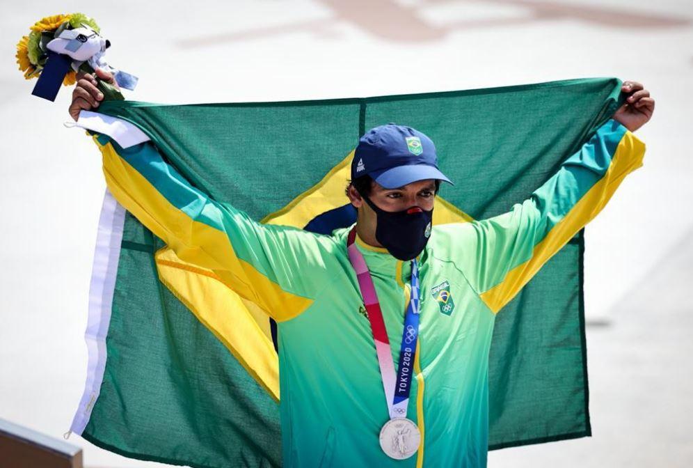 Kelvin Hoefler ganha prata no skate street e faz história nos Jogos Olímpicos de Tóquio