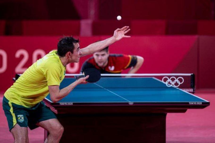 Hugo Calderano joga bem, mas cai nas quartas de final do tênis de mesa