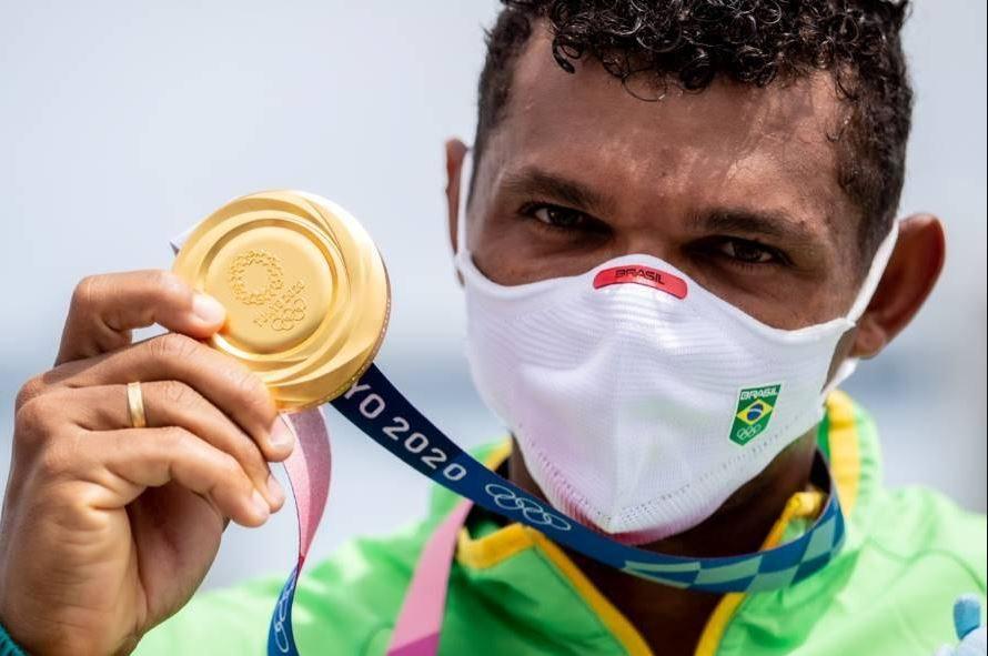 É OURO!!! É OURO!!! É OURO!!! Isaquias Queiroz conquista a Medalha de Ouro nos Jogos Olímpicos de Tóquio